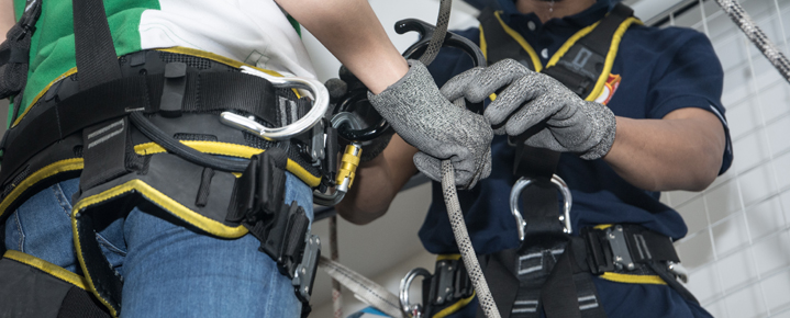 Workers receive Working at Heights training in Ontario